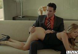 Porno grates secretaria novinha fodendo com seu chefe escondido