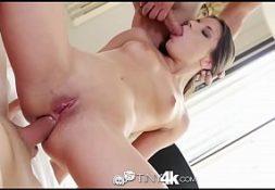 Tigresa vip branquinha dando seu belo cuzinho apertado